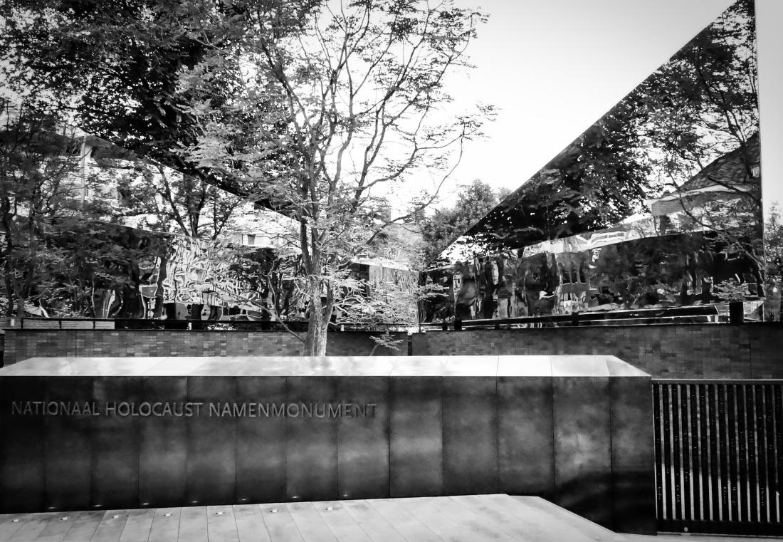 monument2 - 1bw